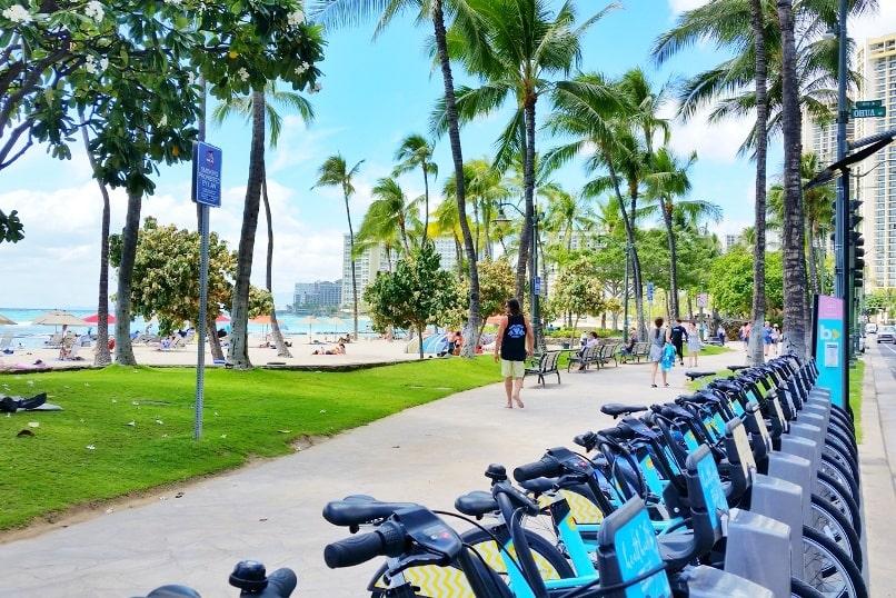 Bike sharing in Waikiki and Honolulu 🚲 How to use biki bike share stations  on Oahu 🌴 Hawaii travel blog   Flashpacking America