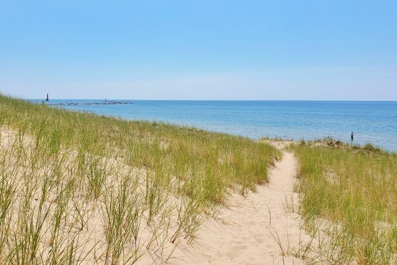 24 hours in Muskegon State Park: Lake Michigan sunset, beach, dunes,  lighthouse, camping ⚓ Michigan travel blog | Flashpacking America