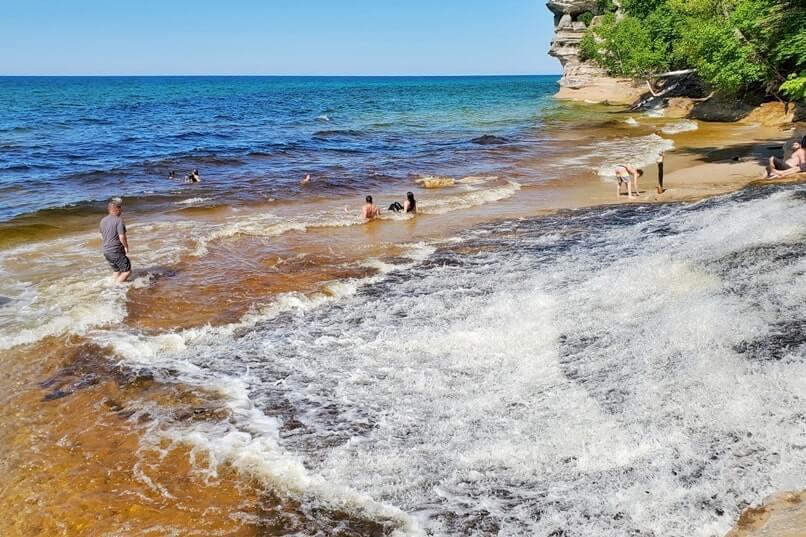 Best Michigan waterfall hikes. Best Upper Peninsula waterfall hikes. river hiking to waterfalls and lake superior. up michigan travel blog