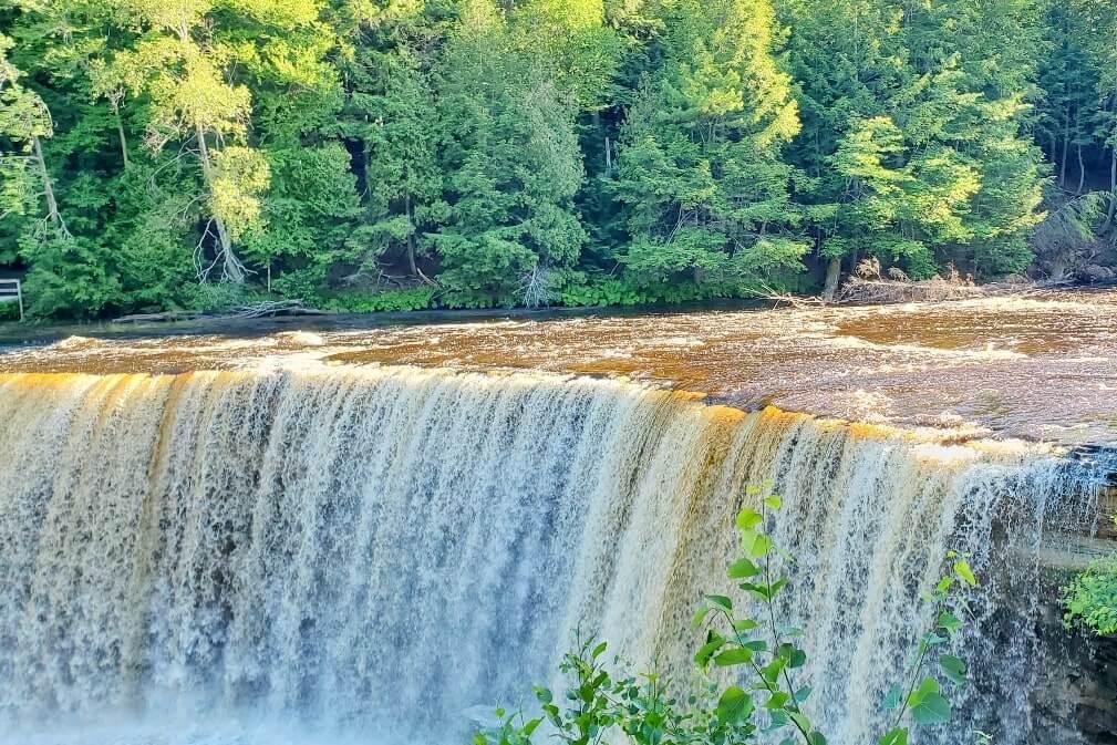 Best Michigan waterfalls. Best Upper Peninsula waterfalls. Michigan waterfall tour, Michigan waterfalls road trip. up michigan travel blog